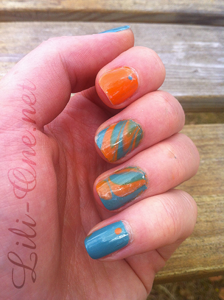 nailart whirl on the beach